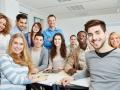 Groupe d'étudiants en classe d'anglais