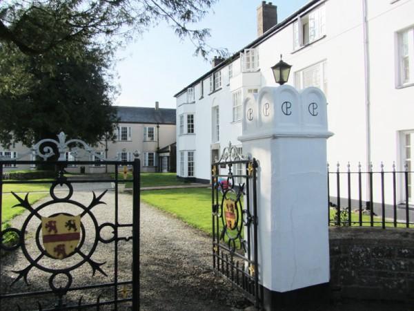L'entrée du Collège privé de Shebbear, au Royaume-uni